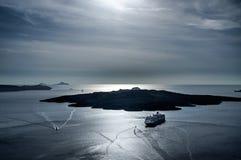 Nea Kameni som ses från Santorini Royaltyfria Bilder
