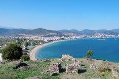 Nea Peramos和爱琴海全景  库存照片