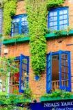 Neal' s-gård, en liten gränd i London' trädgård för s Covent arkivfoton