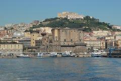 Neapel-Hafen und Ansicht der Stadt lizenzfreie stockfotos