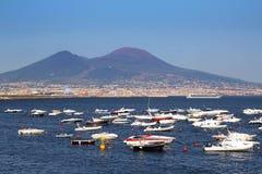 Neapel-Hafenansicht über den Vesuv Lizenzfreies Stockfoto