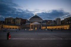 Neaples,在广场Pebliscito的晚上 库存照片