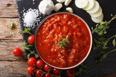 Neapolitan świeży pizzaiola kumberland robić z pomidorami, oregano, dalej Zdjęcie Stock