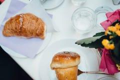 Neapolitanisches Frühstück flatlay stockfoto