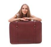 near sittande resväska för flicka royaltyfria foton
