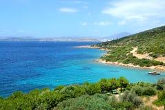 Near strand för turkosvatten på medelhavs- turkisk semesterort Arkivbild