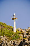 nearsighted Faro sulle rocce Fotografia Stock Libera da Diritti
