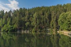 Nebakovvijver in Tsjechisch paradijs nationaal park stock fotografie