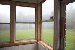 Nebbia attraverso le finestre Immagini Stock