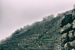 Nebbia brillante bianca sopra i terrazzi antichi di inca Fotografia Stock Libera da Diritti