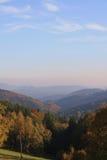Nebbia ceca delle montagne di autunno Fotografie Stock