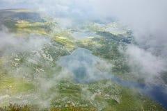 Nebbia d'avvicinamento sopra il gemello, il trifoglio, il pesce ed i laghi più bassi Fotografie Stock