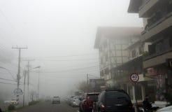 Nebbia della città fotografie stock