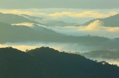 Nebbia della montagna di mattina Immagine Stock