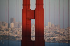 Nebbia di Bridgein di Golden Gate, San Francisco, California, U.S.A. Immagini Stock