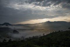 Nebbia di mattina alla collina Fotografia Stock Libera da Diritti