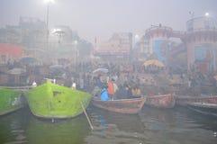 Nebbia di mattina su Gange Immagine Stock
