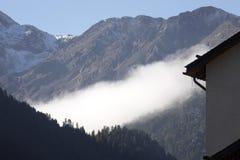 Nebbia di mattina sulle alpi italiane, Italia Fotografia Stock Libera da Diritti