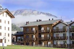 Nebbia di mattina sulle alpi italiane, Italia Immagini Stock