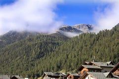 Nebbia di mattina sulle alpi italiane, Italia Immagine Stock