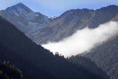 Nebbia di mattina sulle alpi italiane, Italia Immagini Stock Libere da Diritti