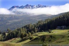 Nebbia di mattina sulle alpi italiane, Italia Fotografie Stock
