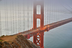 Nebbia e foschia sopra golden gate bridge a San Francisco, California, U.S.A. Immagini Stock