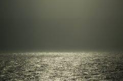 Nebbia ed acqua accese da sole Fotografia Stock Libera da Diritti