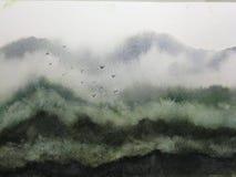 Nebbia ed uccelli della montagna del paesaggio dell'acquerello stile orientale tradizionale di arte dell'Asia dell'inchiostro illustrazione di stock