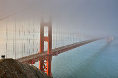 Nebbia, foschia e siluette Golden gate bridge, San Francisco, California, U.S.A. Immagine Stock