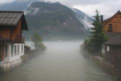 Nebbia in Hallstatt Fotografie Stock Libere da Diritti