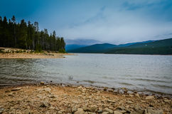 Nebbia - lago turquoise - San Isabel National Forest - Colorado fotografie stock