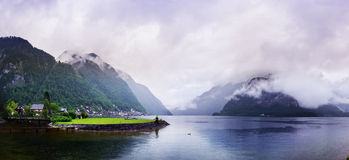 Nebbia magica nelle alpi svizzere Fotografia Stock