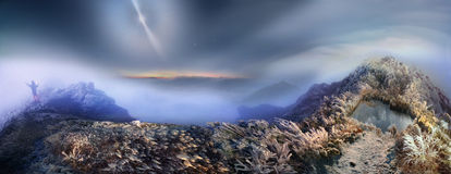 Nebbia mistica illuminata Fotografia Stock