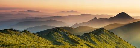 Nebbia nelle montagne immagini stock libere da diritti