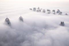 Nebbia rara di mattina di inverno nel Dubai, UAE Immagine Stock Libera da Diritti