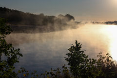 Nebbia sopra il fiume Fotografia Stock Libera da Diritti