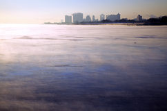 Nebbia sopra il lago Michigan Fotografia Stock Libera da Diritti