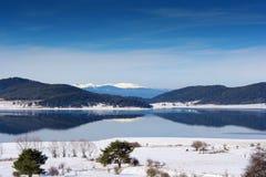 Nebbia sopra il lago nell'inverno Immagine Stock Libera da Diritti