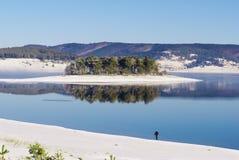 Nebbia sopra il lago nell'inverno Fotografia Stock Libera da Diritti