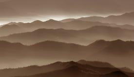 Nebbia sopra le montagne Fotografie Stock Libere da Diritti