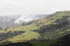 Nebbia sulla vista della montagna Immagini Stock Libere da Diritti