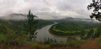 Nebel über dem Fluss stockfotografie