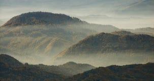 Nebel über den Hügeln Stockfotografie