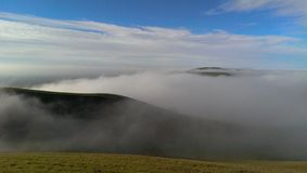 Nebel über den Hügeln Lizenzfreie Stockfotografie