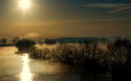 Nebel über einer Wasserwiese Lizenzfreie Stockfotografie