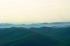 Nebel auf Berg Stockfotografie
