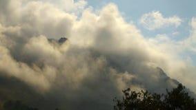 Nebel auf dem Berg stock video footage