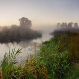 Nebel auf dem Fluss Lizenzfreie Stockfotografie