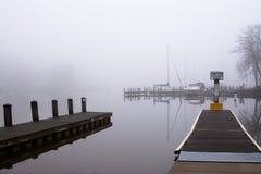 Nebel auf dem Wasser lizenzfreies stockbild